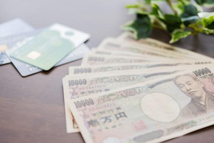 銀行カードローンは金利が高めだが、少額借入の場合は問題ないレベル